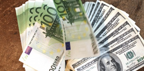 FRANCE-FINANCE-ECONOMY-FOREX-EURO-DOLLAR